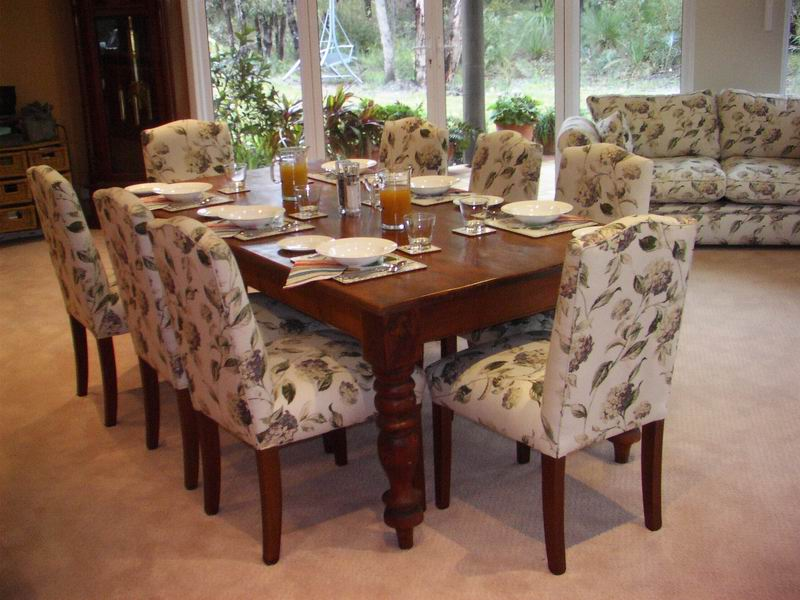Loaring                     Place B&B DiningTable